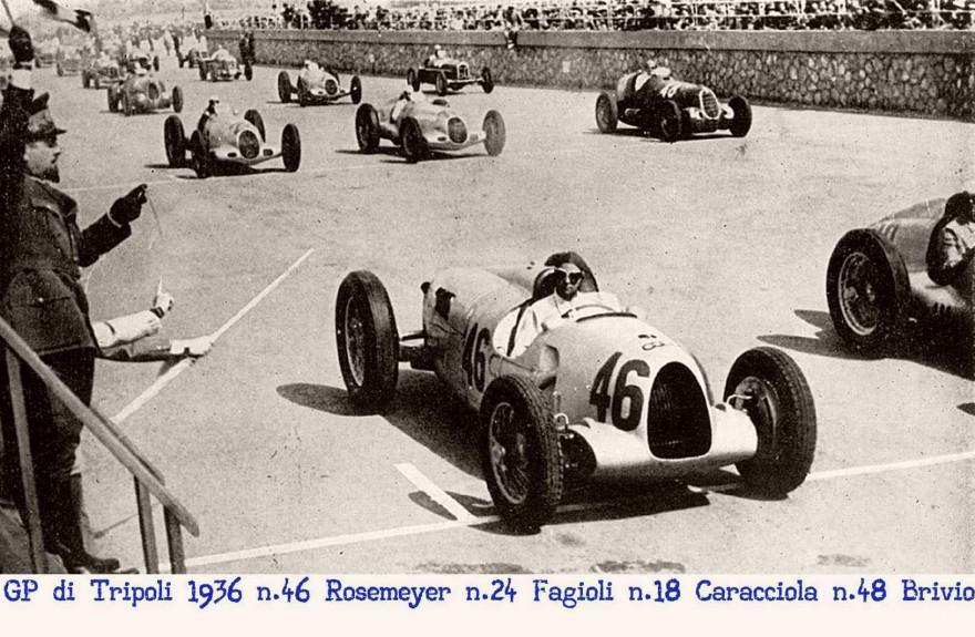 Il GP di Tripoli sta per partire le Auto Union, le Mercedes, le Ala Romeo sono pronte agli orini del Generale Balbo